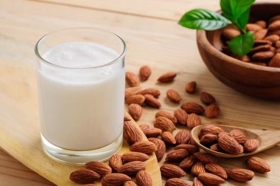 badem-mlijeko