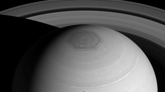 Saturn vrtlog šesterokut os uma