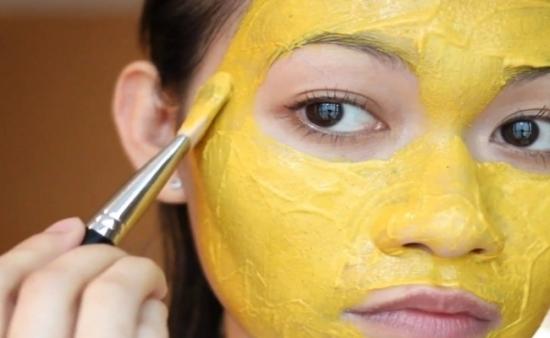 zlatna pasta maska os uma
